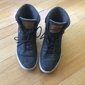 Levi 501 High top men's shoes like new